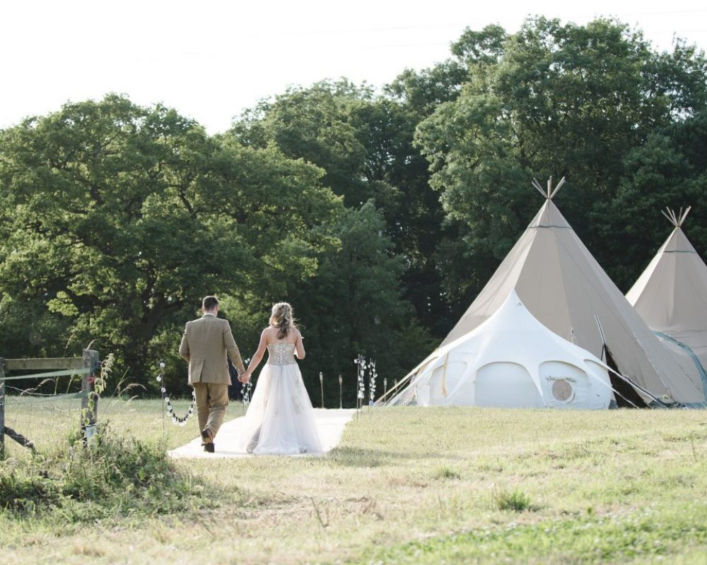 tipi-wedding-cotwolds